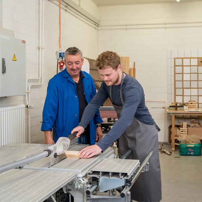 Mit Holz arbeiten - Rheintalklinik