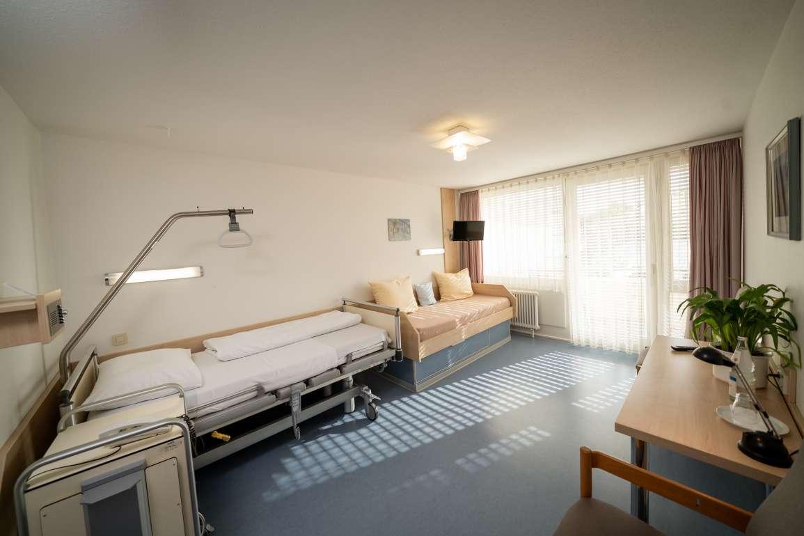Geräumiges Zimmer für eine erfolgreiche Reha